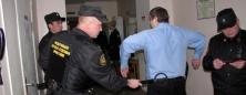 В Окуловке судебные приставы задержали подозреваемого ...