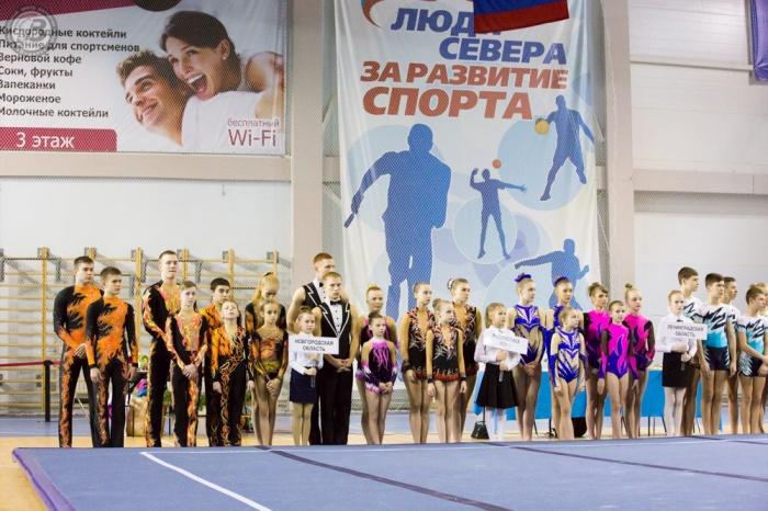 Новгородские акробаты победно открыли новый сезон