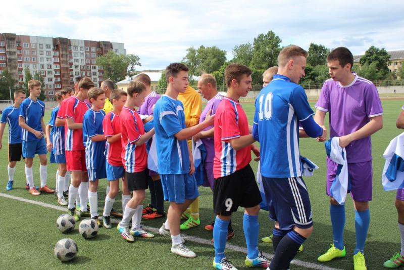 Новгородские полицейские и юные футболисты провели товарищеский матч