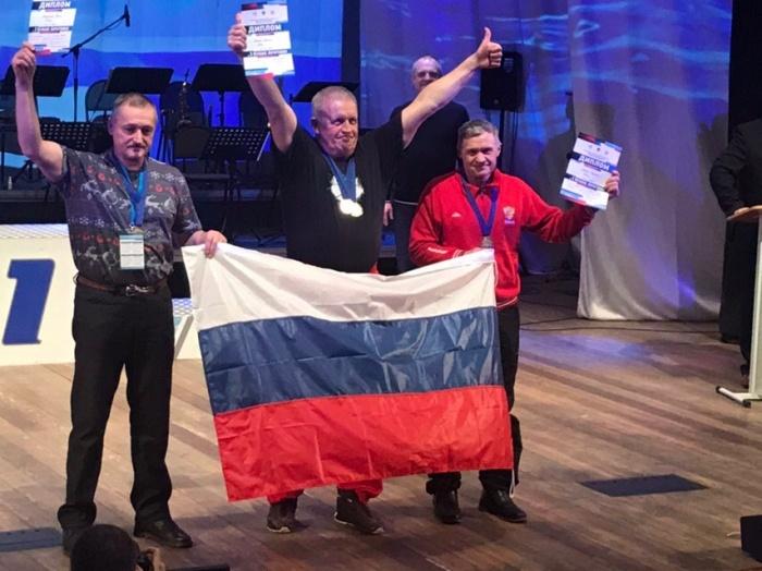 Новгородские «моржи» стали призерами международных соревнований по ледяному плаванию