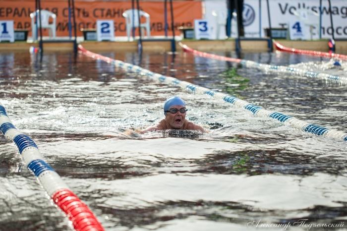 Новгородец установил мировые рекорды по зимнему плаванию