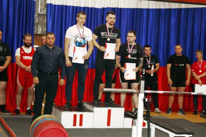 В Великом Новгороде состоялся чемпионат области по пауэрлифтингу