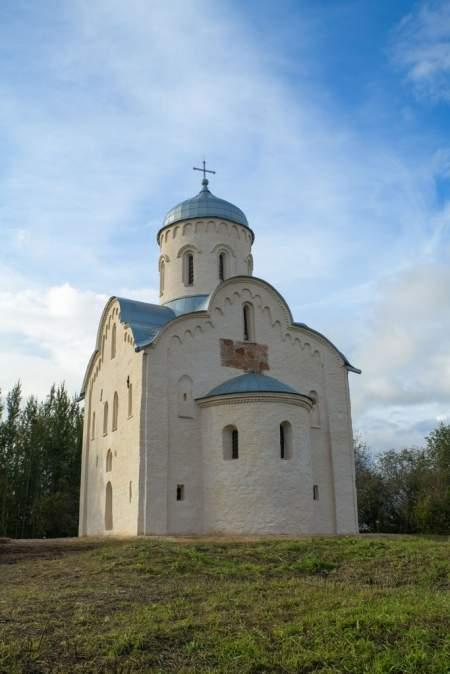 Новгородский музей-заповедник организует экскурсии к ц. Николы на Липне (XIII в.)