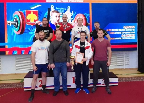 Мужская команда области завоевала первое место чемпионата СЗФО по пауэрлифтингу