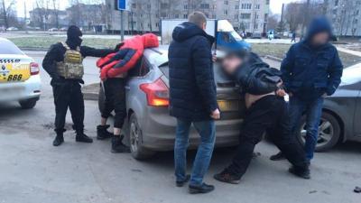 В Новгородской области полицейские задержали наркокурьера с партией запрещённых веществ