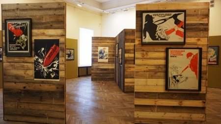 Новгородский музей подготовил выставку военных плакатов к 75-летию Победы