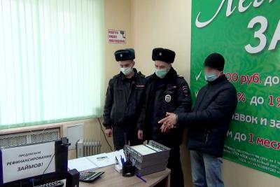 Боровичские полицейские задержали подозреваемого в хищении крупной суммы денег из офиса микрофинансовой организации