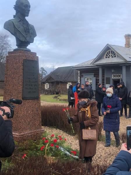 В Музее-усадьбе А.В. Суворова отметили 290-летие великого полководца