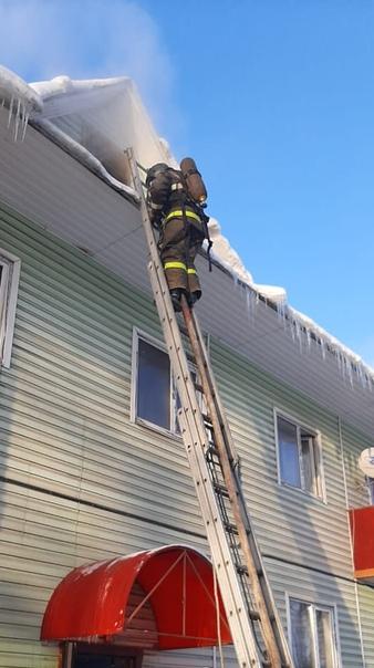 Сегодня в 13.26 в экстренные службы поступило сообщение о пожаре в г. Пестово ул. Устюженское шоссе д.11. На место незамедлительно выехали пожарные подразделения.
