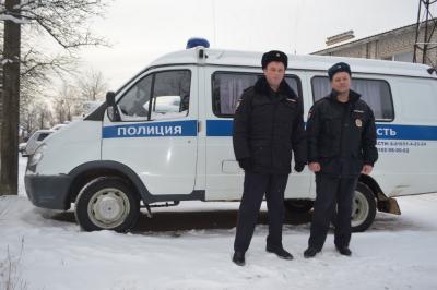 Полицейские Новгородской области спасли замерзающего в снегу 11-летнего мальчика