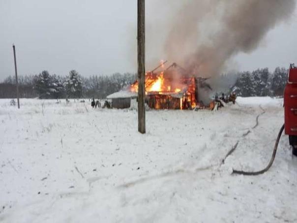 23 января днём в экстренные службы поступило сообщение о пожаре в деревне Яхново Хвойнинского района.