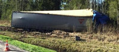 Водитель грузового автомобиля получил травмы В результате этого дорожно-транспортного происшествия  на новгородском участке ФАД «Россия»
