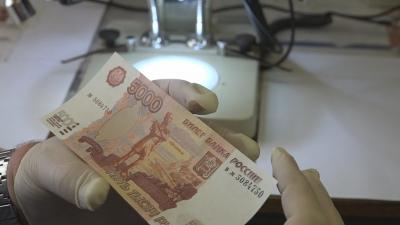 За минувшие сутки в Новгородской области выявлено пять фактов сбыта фальшивых денежных купюр