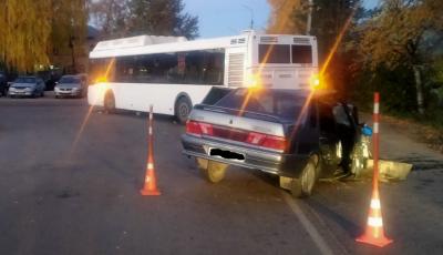 В Великом Новгороде водитель автомобиля получил травмы В результате этого дорожно-транспортного происшествия