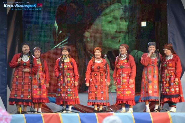 Бурановские бабушки поздравили Великий Новгород