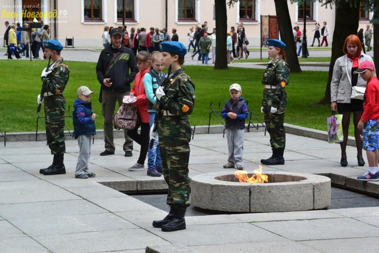 Почетный караул у Вечного огня в Кремле. 12 июня 2015 года