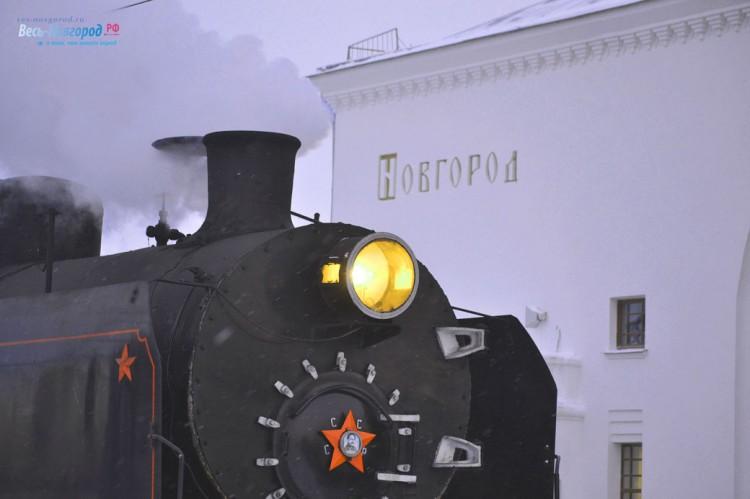 """Паровоз """"Серго Ордженекидзе"""" на вокзале Великого Новгорода."""