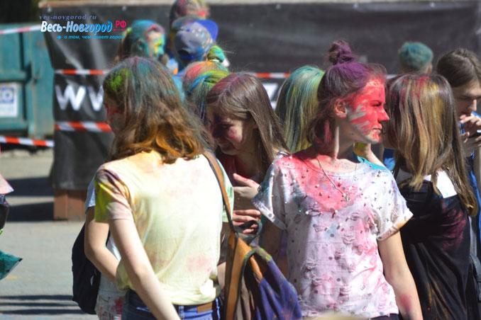 Фестиваль красок в Великом Новгороде (фото)