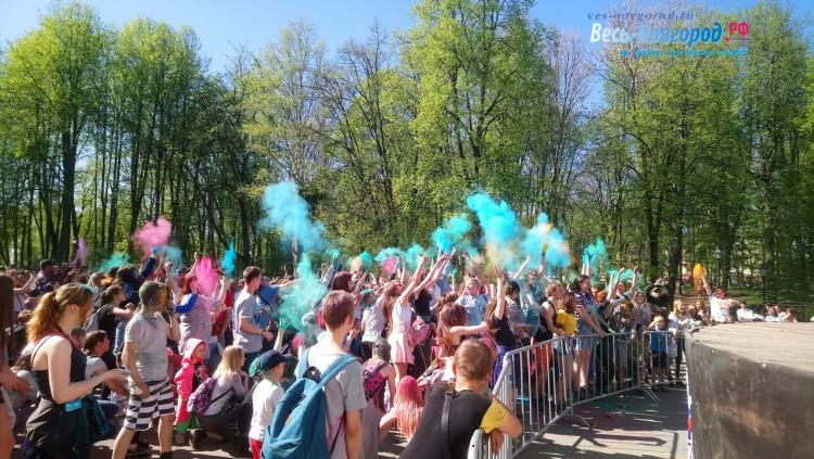Фестиваль красок в Великом Новгороде