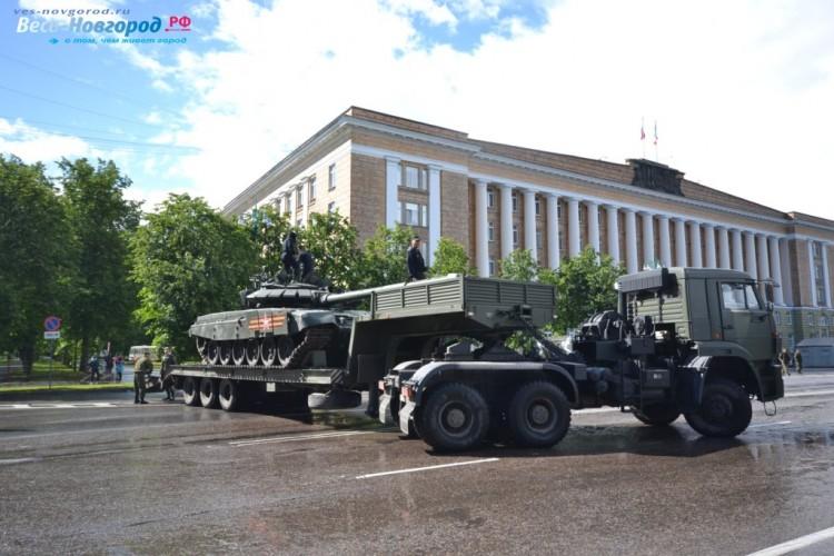 Военные представили на дне города современную технику