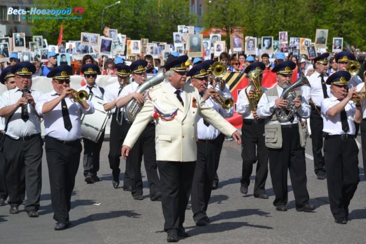 Шествие Бессмертного полка открывает Духовой оркестр.